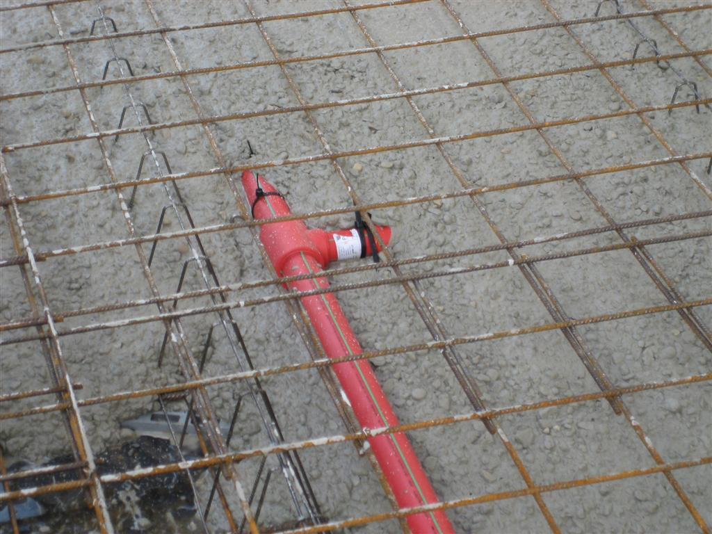 aquatherm_red_pipe_embedded_in_concrete